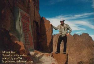 bbbbbbbbbb - Tom reading plaque Sinai