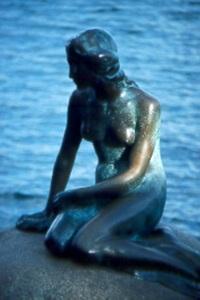 Hans_Christian_Andersons_Little_Mermaid_-_Copenhagen